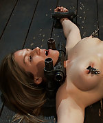 Hot model is metal-bound, clamped and vibed
